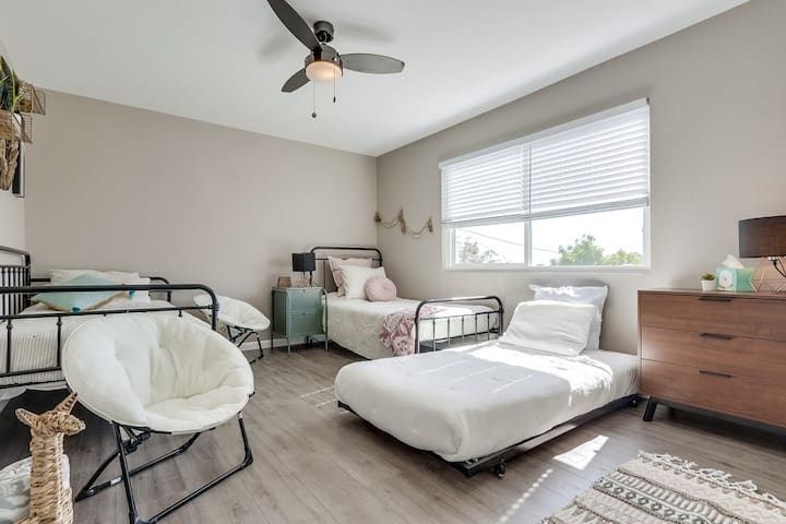 Trundle bed provided