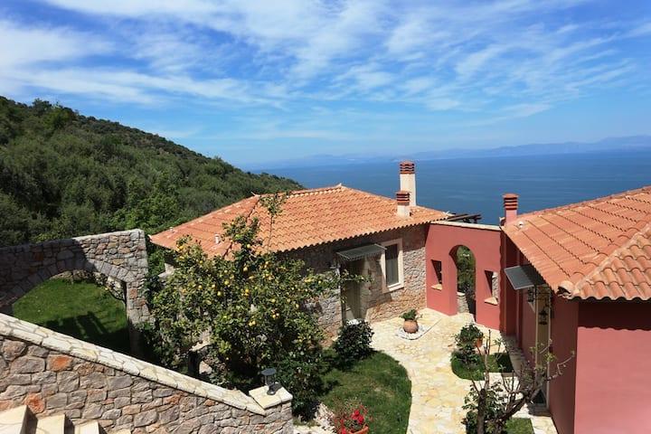 """Villa Prastos with garden - """"DIO GUESTHOUSES"""""""