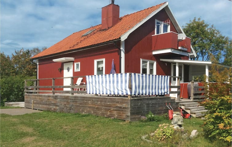Holiday cottage with 3 bedrooms on 100m² in Axmar