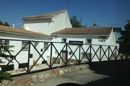 Home village with charm - Villar del Olmo - Hus