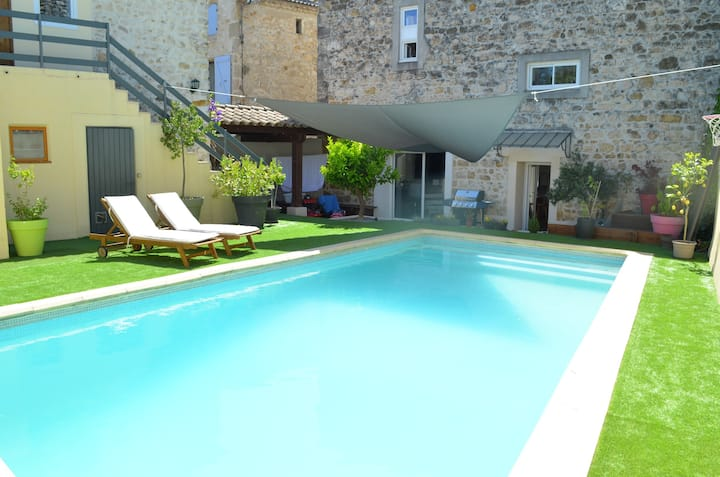 Maison en pierres 8 pers. avec  jardin et  piscine