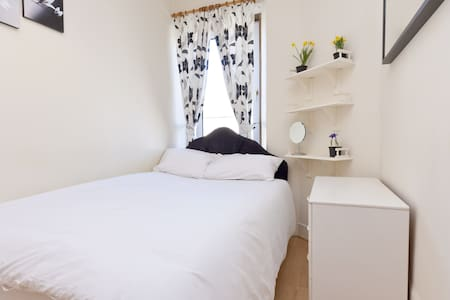 Double Room with BREAKFAST, Stylish and Central! - Aberdeen - Daire