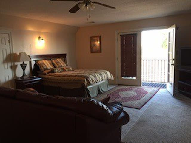 Peace & Quiet On The Ranch - Batesville - Appartement