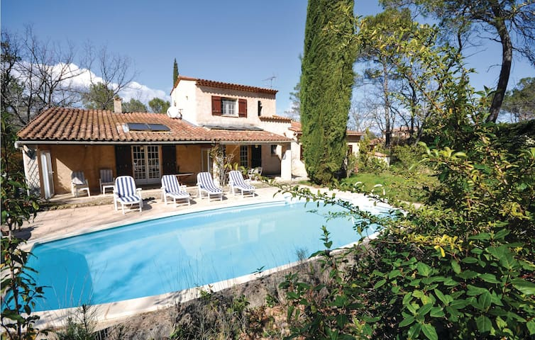 Holiday cottage with 3 bedrooms on 130m² in Fayence