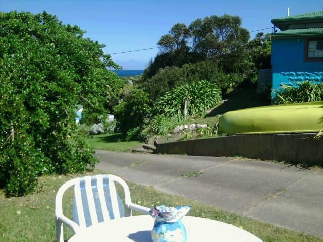 Lighthouse Rocks - King Island - Casa