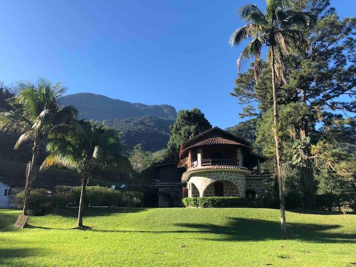 Casa de campo com cachoeira privativa