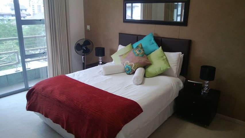 Sandton Luxury Spacious Apartment 2 Bed 2 Bath