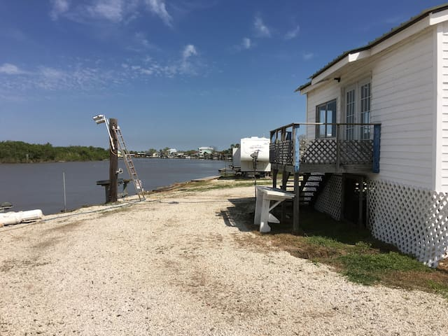 "The ""Nothing Fancy"" River House - Matagorda - Rumah"