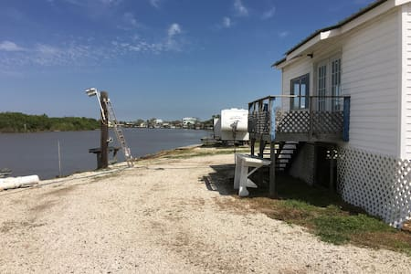 "The ""Nothing Fancy"" River House - Matagorda - Casa"