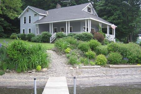 Glenbrook Point House on Owasco Lake - Moravia - Rumah