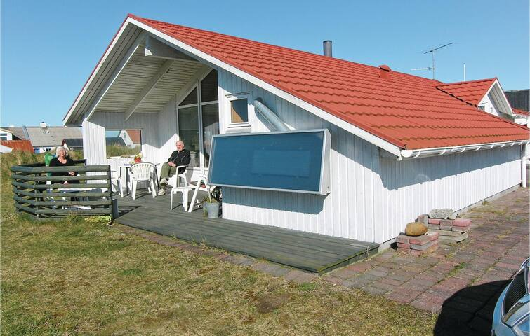 Holiday cottage with 2 bedrooms on 74 m² C7321