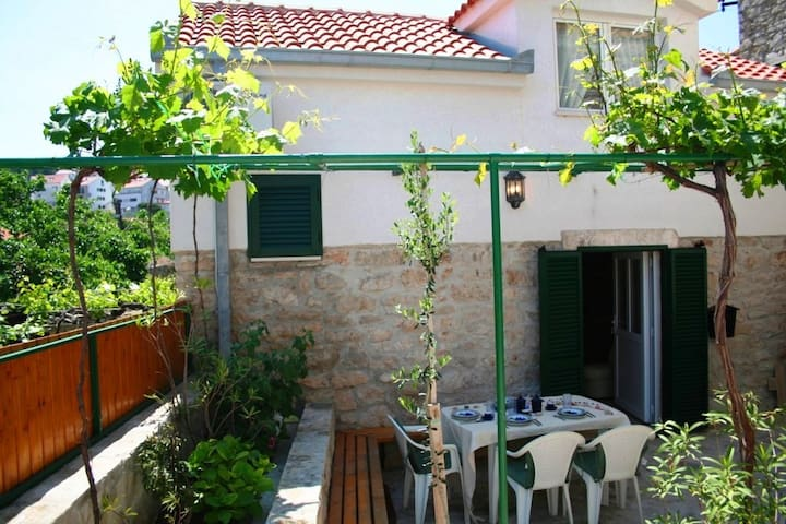 Renovated Old Stone Cottage 20m from the Beach - Postira - Dom