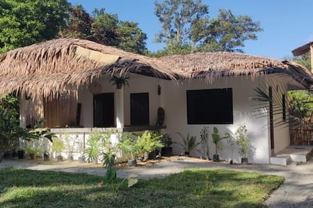 VILLA MABUHAY- away from the crowd 4 persons