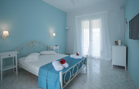 Anemelia Studio (Clio) in Keri Beach