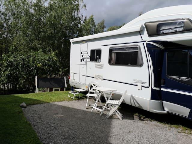 Bo i husbil med egen uteplats utanför Stockholm