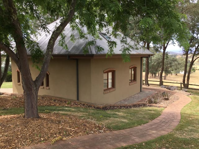 Peaceful bungalow with country view - Wonga Park
