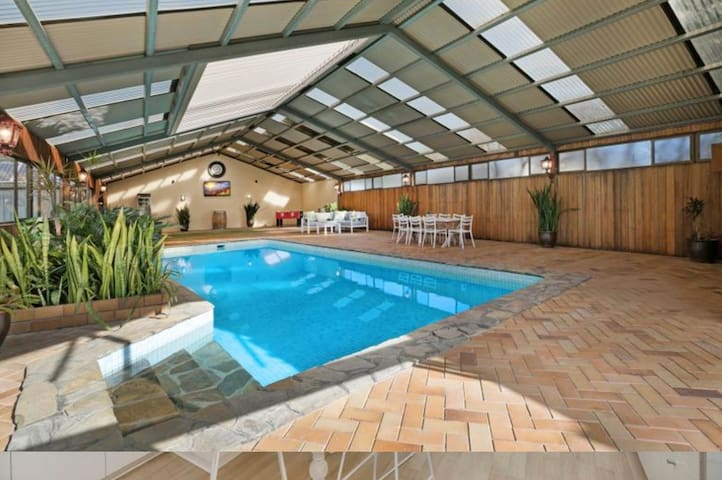 Tudor home 4; indoor pool, near CBD & showgrounds
