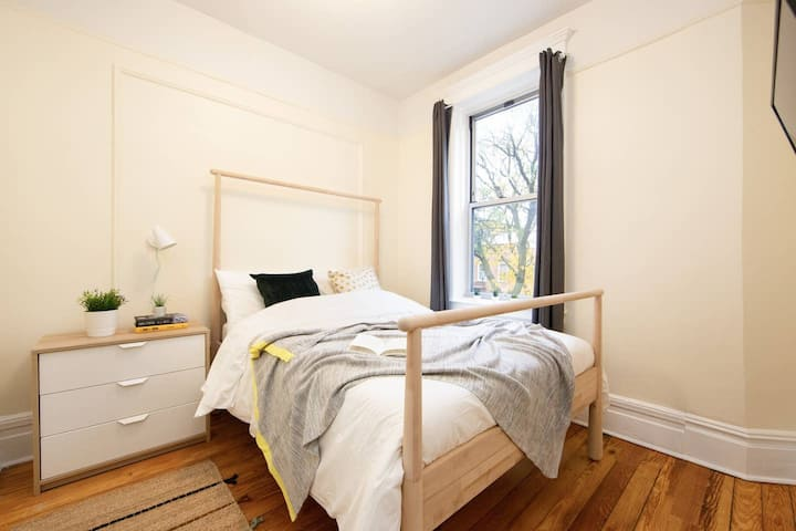 Private Bedroom in Bushwick Madison