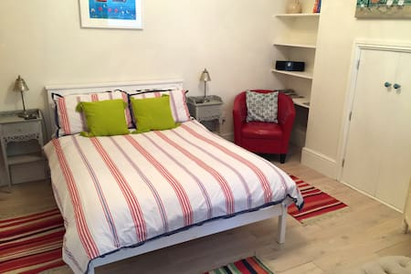 Cosy garden studio by the beach - Falmouth - Lejlighed