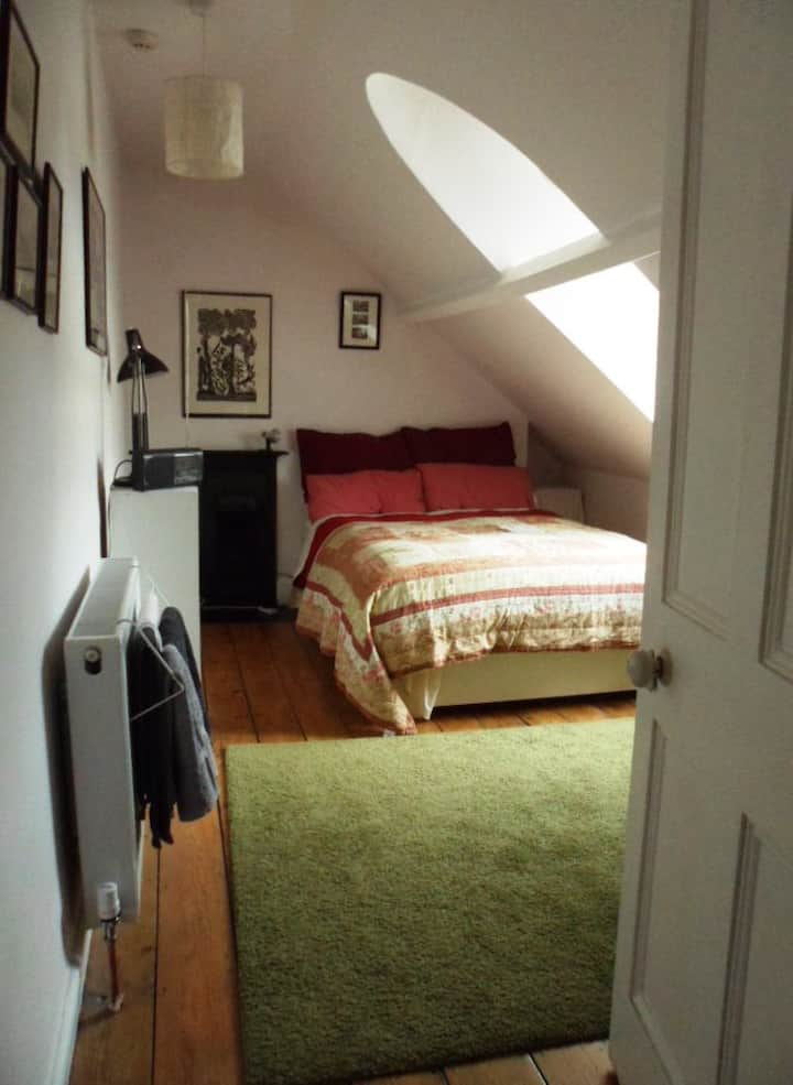 BS6, attic room & breakfast,  near Gloucester Rd