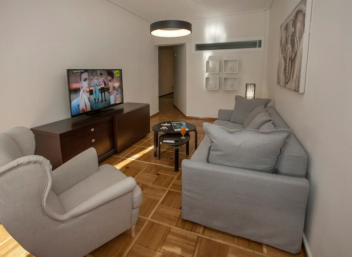Modern Apartment close to Acropolis Museum by GHH