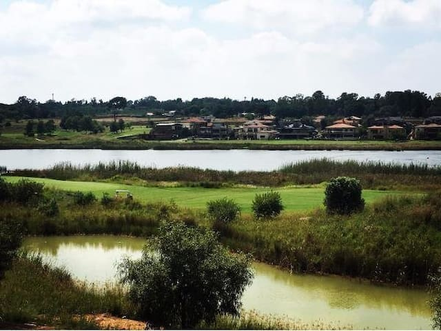One bedroom apartment with lovely lake views - Benoni - Apartment