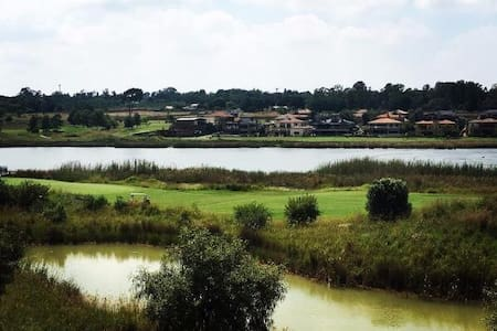 One bedroom apartment with lovely lake views - Benoni - Daire