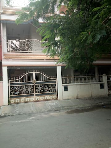 Breezy Home near  Shopping, Metro, Bus, Fast Food