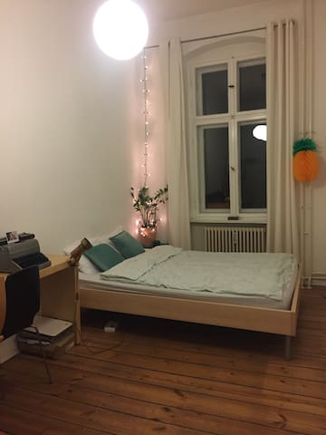 Nice and cosy room in Friedrichshain - Berlin - Apartment