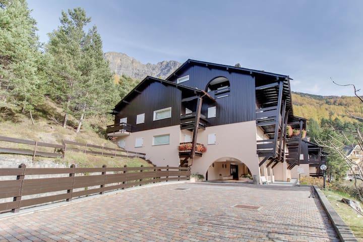 Two garden-level apartments w/ patios & mountain views - near skiing/spas!