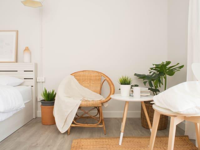 Room1301:JC Hill Place Condo [KUEN-D Project]