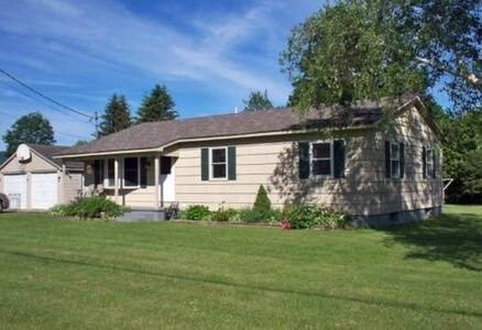 Cozy bedroom near Pico/Killington - Pittsford - House