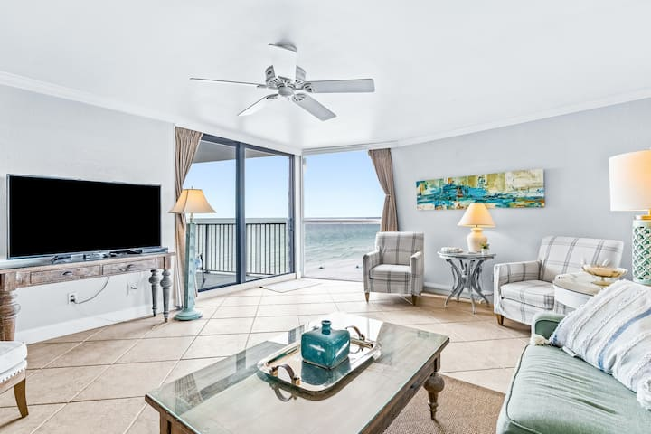 6th Floor Bright gulf view condo, Stunning views, Near Everything