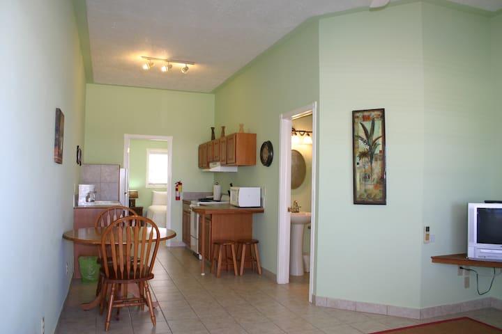 Oceanside 1 BDRM Villa - Oceanview - Bed & Breakfast