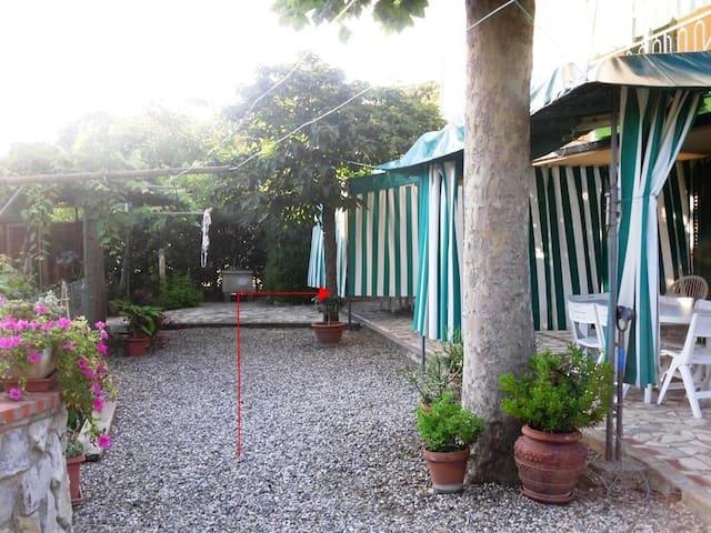 Quercianella-Bilocale con giardino.Vicino al mare - Quercianella - Apartment
