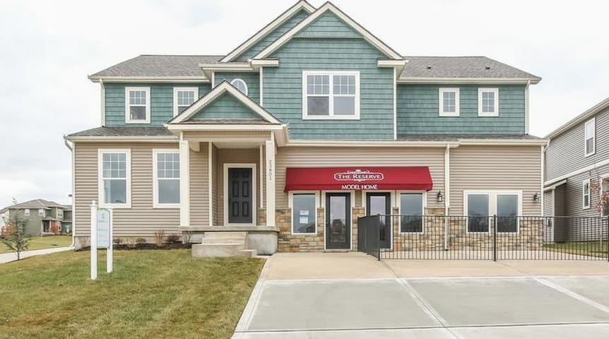 Spacious Vacation Rental to Enjoy your Vacation - Lenexa - Hus