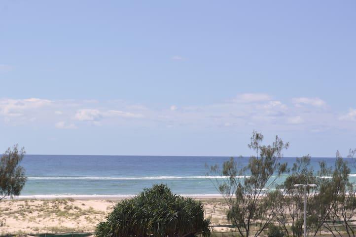 Escape, Feel the Vibe of Kirra Beachfront, So good