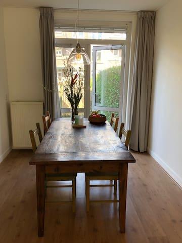 Knus en rustig appartement met tuin