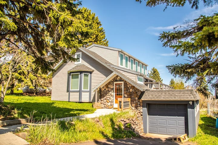 Hillside Harbor is a bright, clean home in Grand Marais, MN