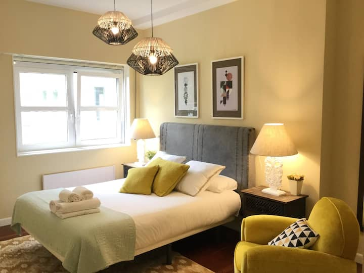 Heros by Forever Rentals 2 bedroom apartment with air conditioning and free wifi