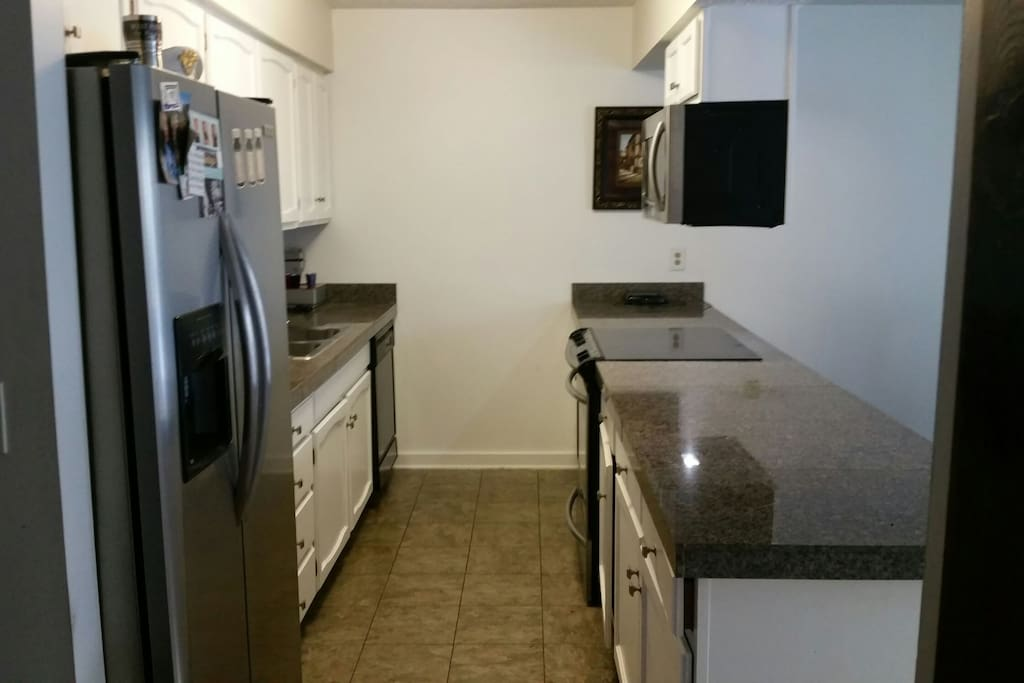 all stainless modern appliances, granite countertops, professional series