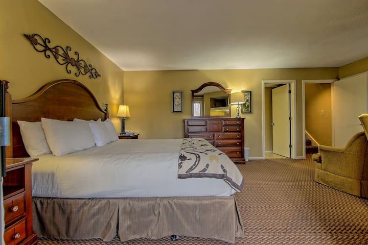 Master Bedroom - Foxhunt Resort