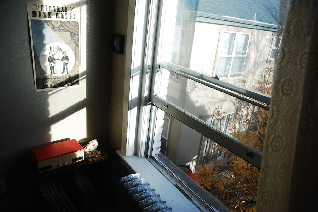 Cozy top floor studio in fantastic location apartments for 417 salon downtown