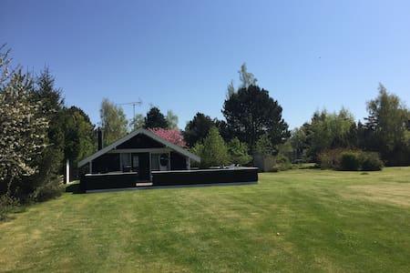 Sommerhus i naturskønne omgivelser på Møn - Stege