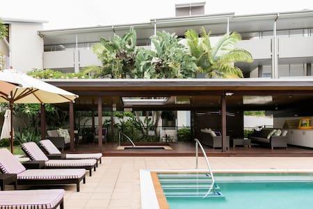 Top Floor, Five-star Beach Front Resort Living