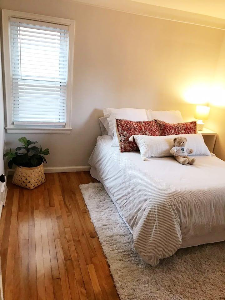 Cute, quiet, clean home close to downtown RoyalOak