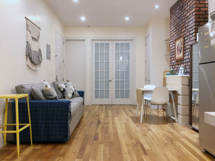 Cozy & Modern Home Share for Young Professionals
