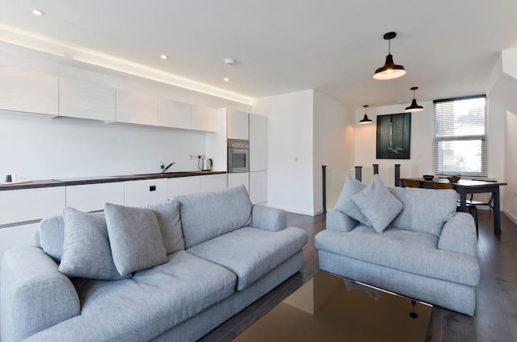 A beautiful 2 bedroom Apartment - Shepherds Bush - Apartment