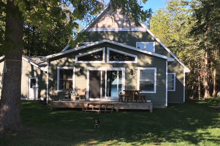 Custom Family Lakefront Home w/ Optional Pontoon! - Cheboygan - Rumah