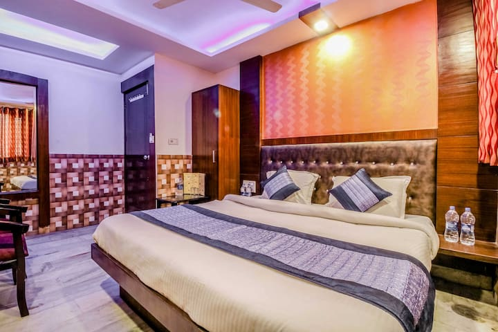 Centrally located near Railway Station, Paharganj